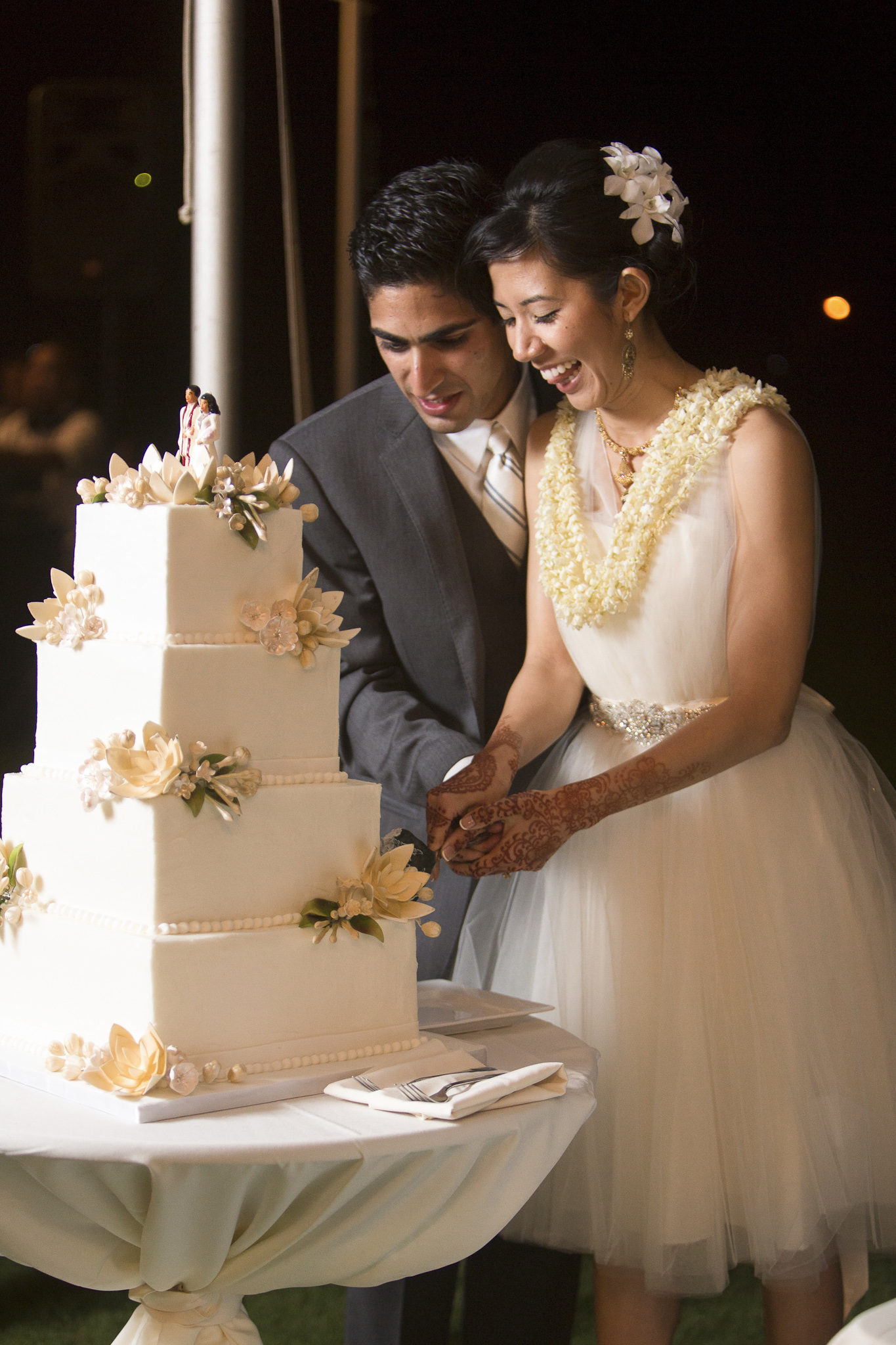 Cake cutting at hindu wedding