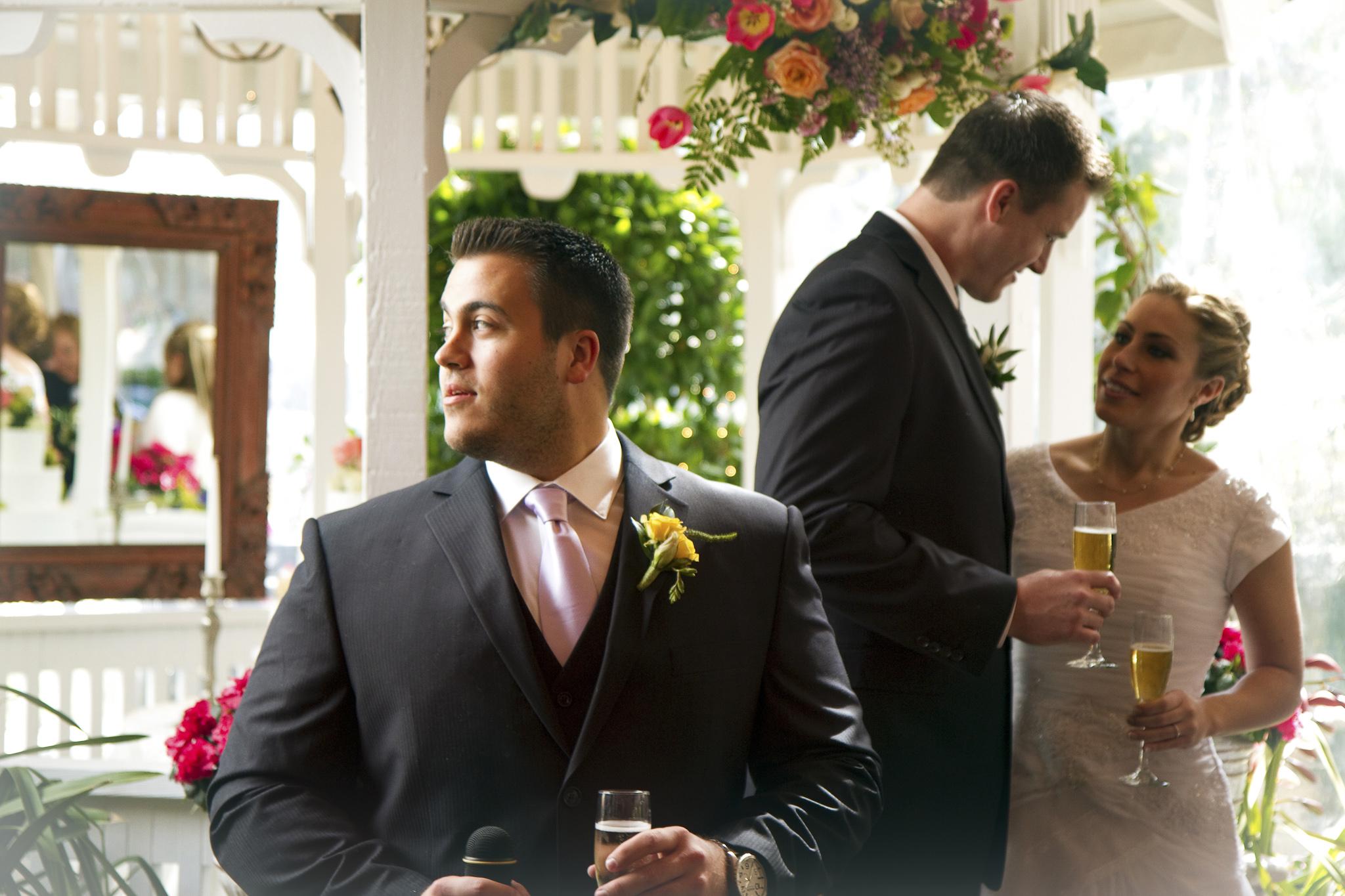 Best Man speeks at wedding