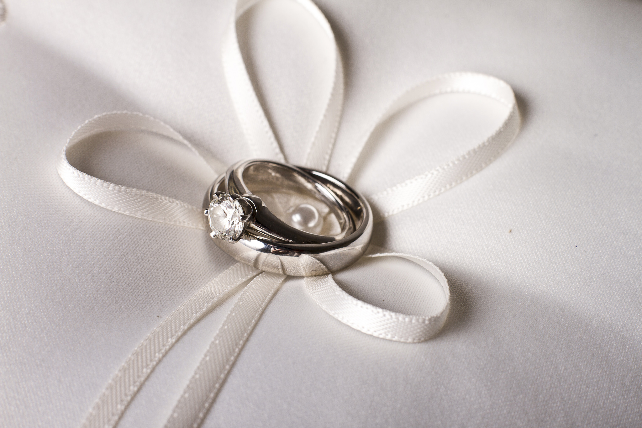 Pillow wedding rings
